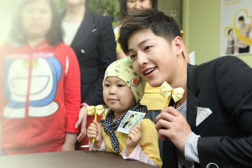 """song joong ki xung dang la """"nguoi dan ong hoan hao"""" - 3"""