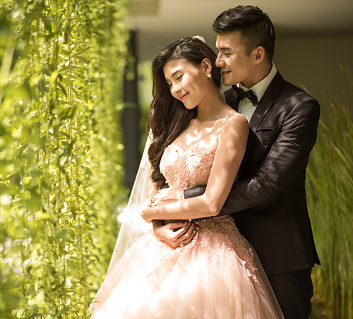 thuy diem goi cam hut hon ben luong the thanh trong anh cuoi - 2
