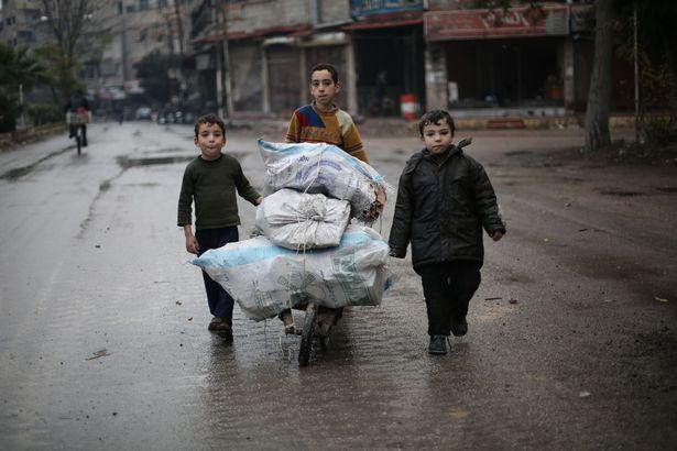 """dau thuong canh 25 van tre em syria """"cho ngay chet"""" - 2"""