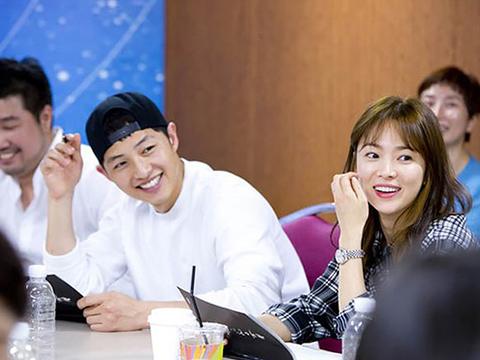"""song joong ki tung """"bi cam"""" yeu song hye kyo - 2"""