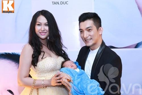 con trai bu bam cua phi thanh van lan dau lo dien - 4