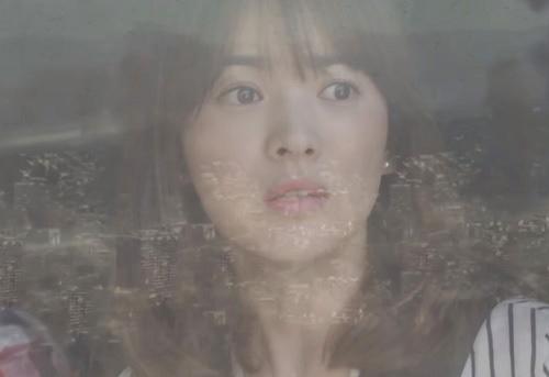 "che song joong ki ""qua nguy hiem"", song hye kyo tu choi loi to tinh - 7"