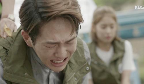 "che song joong ki ""qua nguy hiem"", song hye kyo tu choi loi to tinh - 8"