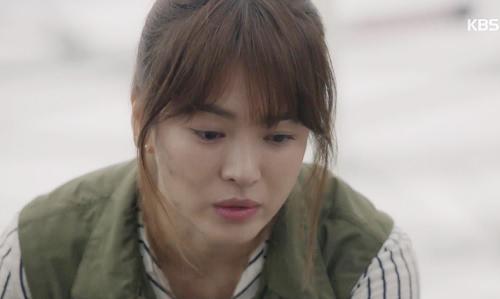 "che song joong ki ""qua nguy hiem"", song hye kyo tu choi loi to tinh - 9"