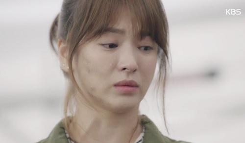 "che song joong ki ""qua nguy hiem"", song hye kyo tu choi loi to tinh - 10"