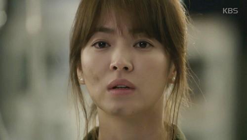 "che song joong ki ""qua nguy hiem"", song hye kyo tu choi loi to tinh - 12"