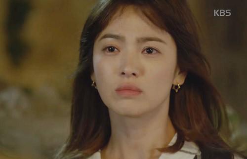 "che song joong ki ""qua nguy hiem"", song hye kyo tu choi loi to tinh - 1"