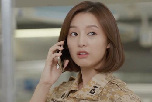"che song joong ki ""qua nguy hiem"", song hye kyo tu choi loi to tinh - 3"