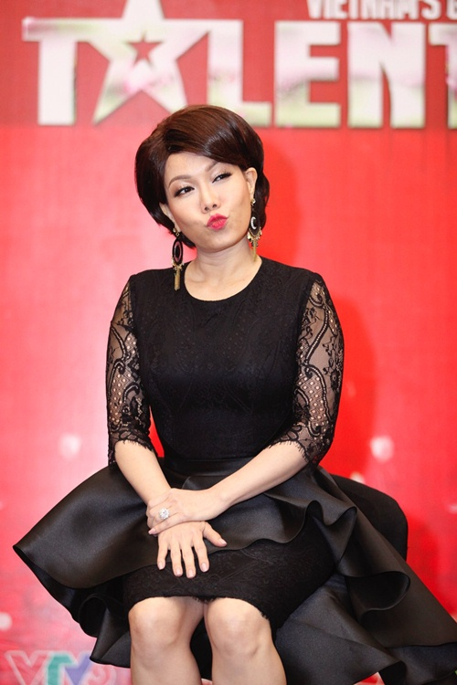 hari won mac loi hat live - tran thanh van mim cuoi, say sua ngam - 5