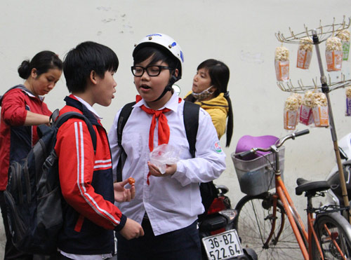 "qua vat cong truong - ""con ma thuc pham"" huy hoai suc khoe tre - 3"