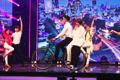 hari won mac loi hat live - tran thanh van mim cuoi, say sua ngam - 9