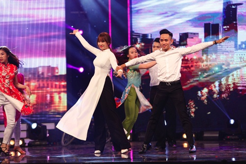 hari won mac loi hat live - tran thanh van mim cuoi, say sua ngam - 13