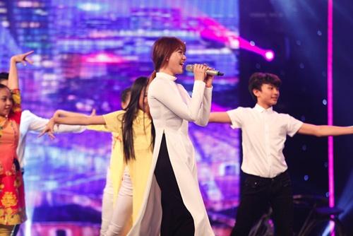 hari won mac loi hat live - tran thanh van mim cuoi, say sua ngam - 10