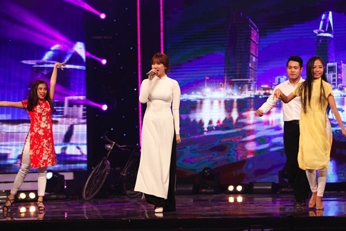 hari won mac loi hat live - tran thanh van mim cuoi, say sua ngam - 12