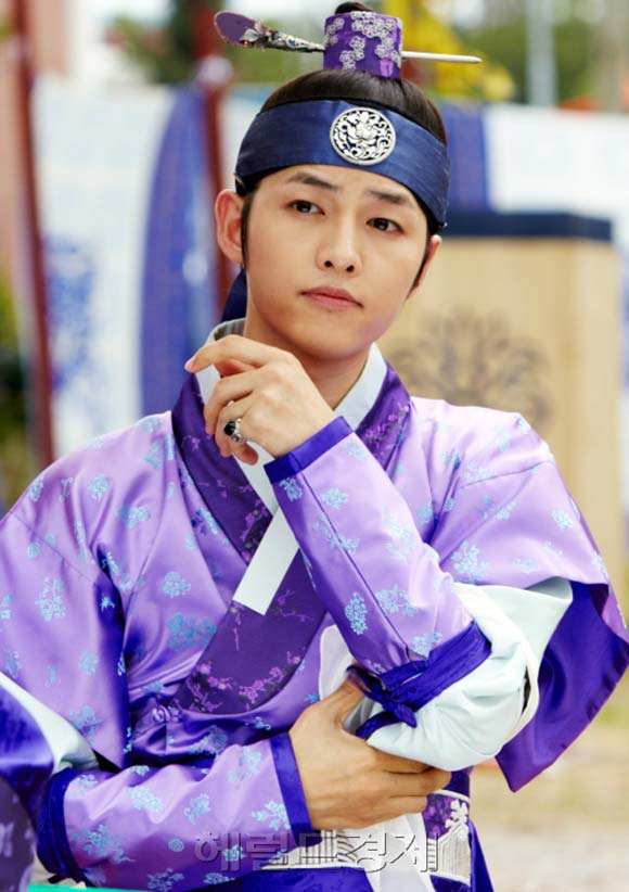 "10 ly do khien ban ""khong the khong yeu"" song joong ki - 2"