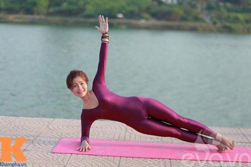 hot girl xinh dep khoi han benh soi than nho yoga - 8