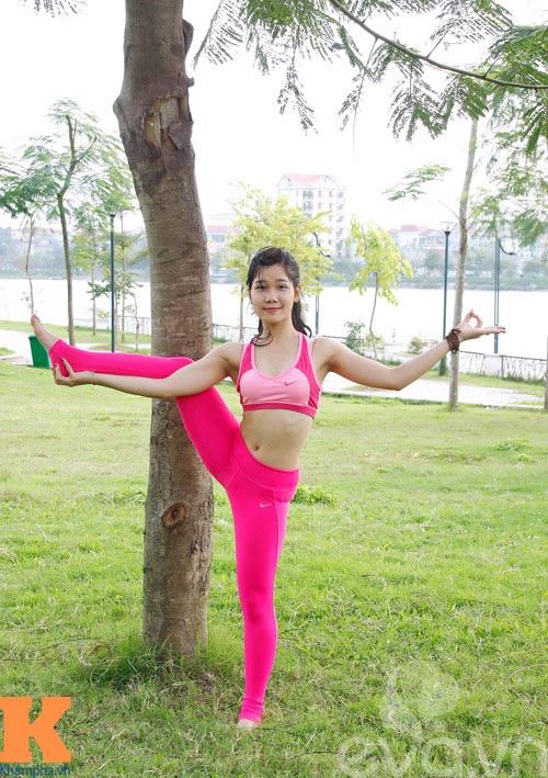 hot girl xinh dep khoi han benh soi than nho yoga - 1