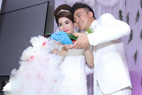 nam cuong va vo moi cuoi hanh phuc du dam cuoi kha ly - 18