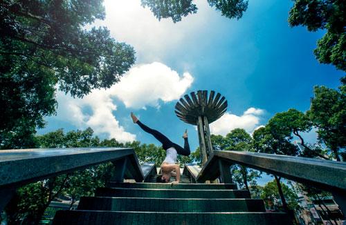 phuong trinh jolie tap yoga khap sai gon - 10