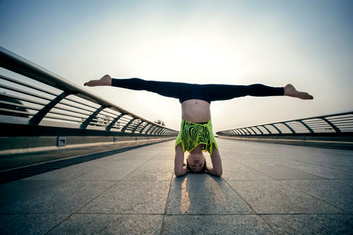 phuong trinh jolie tap yoga khap sai gon - 7