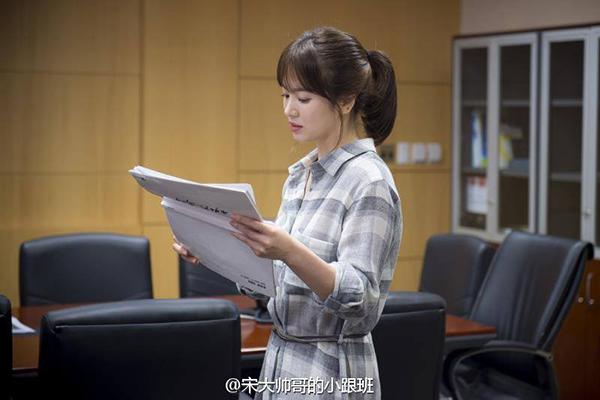 boc gia vay ao song hye kyo trong hau due mat troi - 1