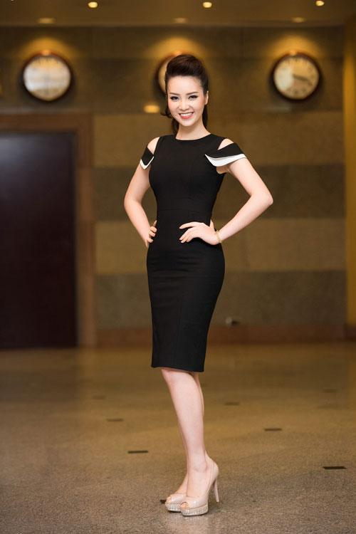thuy van thay 2 kieu toc lam giam khao cham thi sac dep - 14