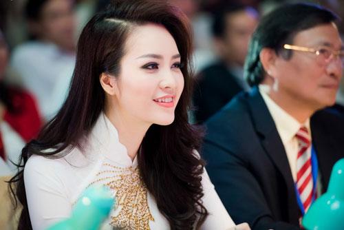 thuy van thay 2 kieu toc lam giam khao cham thi sac dep - 3