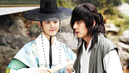 "4 ""nguoi tinh"" noi bat truoc song hye kyo cua song joong ki - 7"