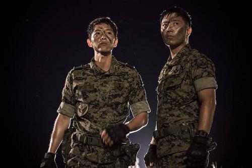 """vo jin goo ung ho chong """"yeu"""" kim ji won trong hau due cua mat troi - 7"""