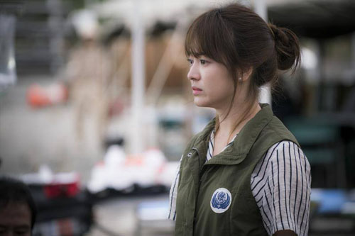 """vo jin goo ung ho chong """"yeu"""" kim ji won trong hau due cua mat troi - 9"""