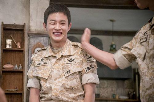 """vo jin goo ung ho chong """"yeu"""" kim ji won trong hau due cua mat troi - 13"""