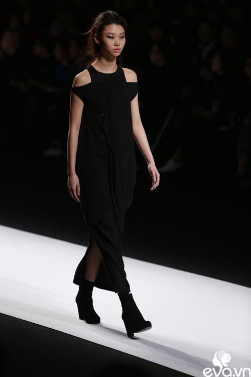 minh hang ngoi hang ghe dau tai seoul fashion week - 11