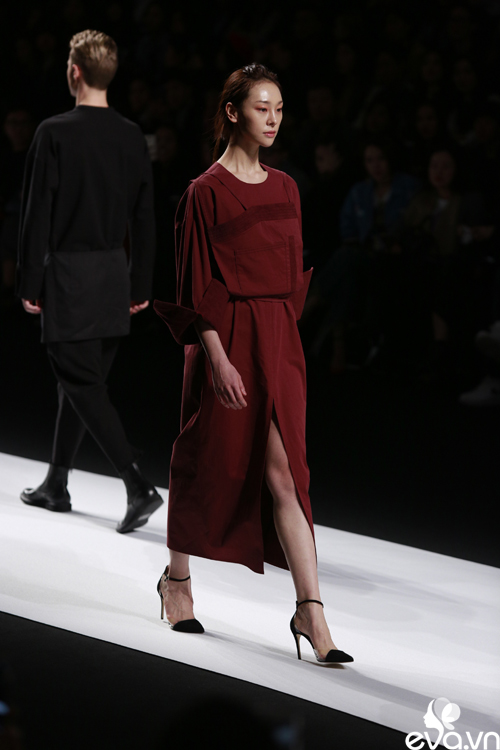 minh hang ngoi hang ghe dau tai seoul fashion week - 8