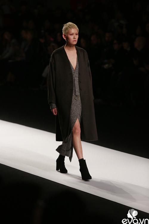 minh hang ngoi hang ghe dau tai seoul fashion week - 6
