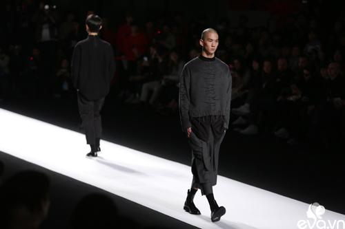 minh hang ngoi hang ghe dau tai seoul fashion week - 12