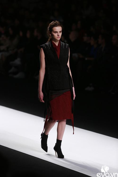 minh hang ngoi hang ghe dau tai seoul fashion week - 16