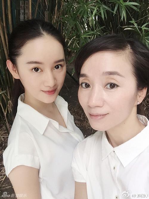 """nhung cap me con """"hoa ghen thua tham, lieu hon kem xinh"""" cua cbiz - 10"""
