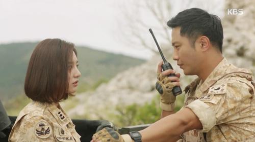 "song hye kyo - kim ji won ""xu ly"" nguoi yeu vi chup anh voi gai dep - 3"