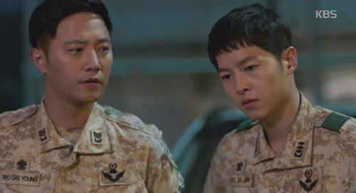 "song hye kyo - kim ji won ""xu ly"" nguoi yeu vi chup anh voi gai dep - 12"