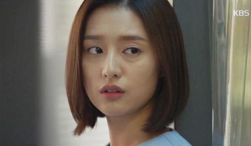 "song hye kyo - kim ji won ""xu ly"" nguoi yeu vi chup anh voi gai dep - 11"
