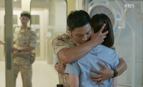 "song hye kyo - kim ji won ""xu ly"" nguoi yeu vi chup anh voi gai dep - 14"