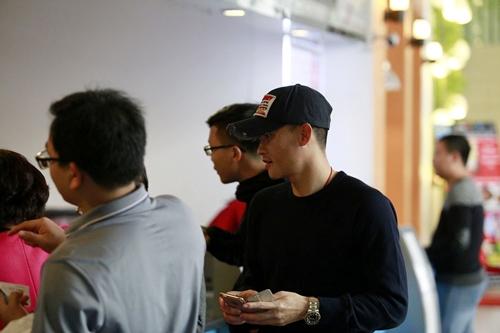 cong vinh dua dong doi di xem phim cua vo - 2