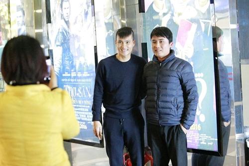 cong vinh dua dong doi di xem phim cua vo - 7