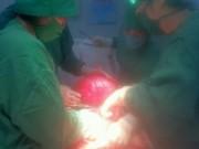 Tin trong nước - Một phụ nữ bị u xơ tử cung nặng hơn 12 kg