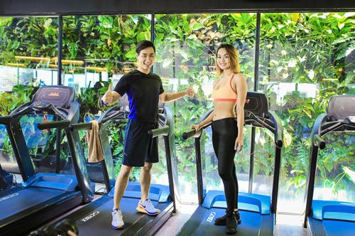 mc nguyen khang khoe co the san chac ben nguoi mau quynh mai - 5
