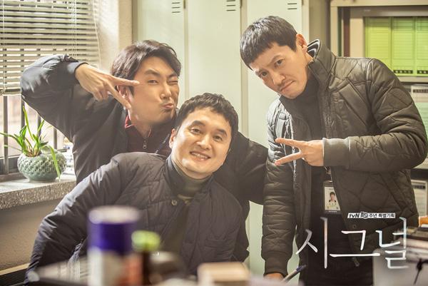 """""""dai uy"""" song joong ki bi dan anh danh bai - 4"""