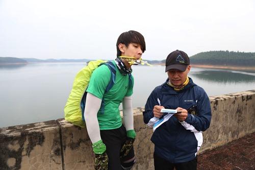 huong giang idol, tien dat gian nan cheo be giua song - 10