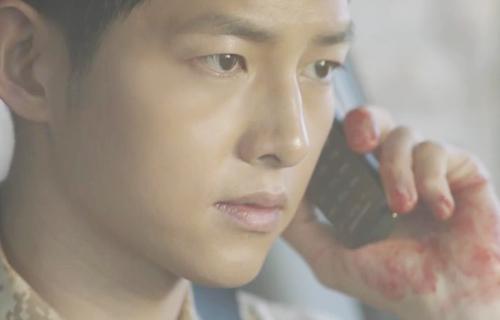 "song joong ki hoa ""hac y nhan"" xong vao hang cop cuu song hye kyo - 3"
