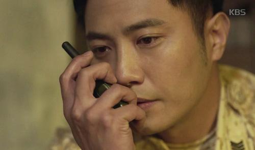 "song joong ki hoa ""hac y nhan"" xong vao hang cop cuu song hye kyo - 11"