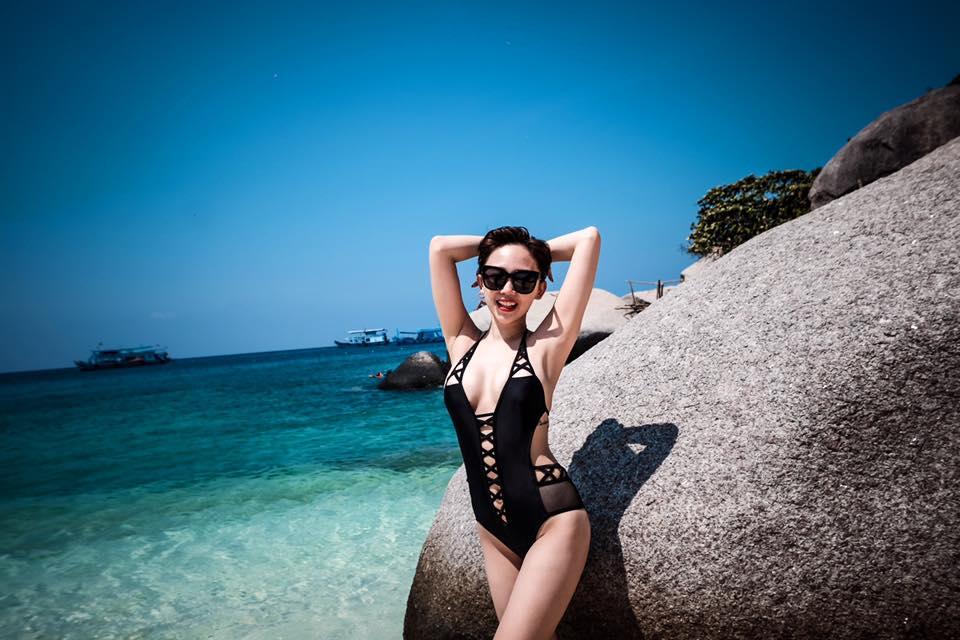 """Tóc Tiên """"hâm nóng"""" bãi biển với áo tắm táo bạo-2"""